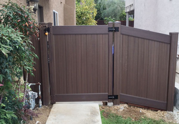 Residential Vinyl Privacy Fence/Gates